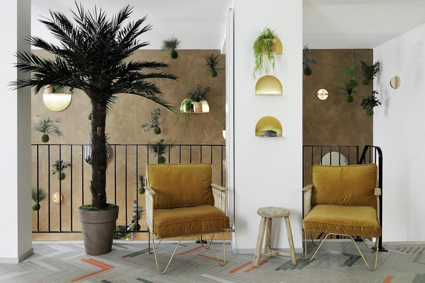Hotel Caulaincourt / étagères ARCHAL, appliques PLUS