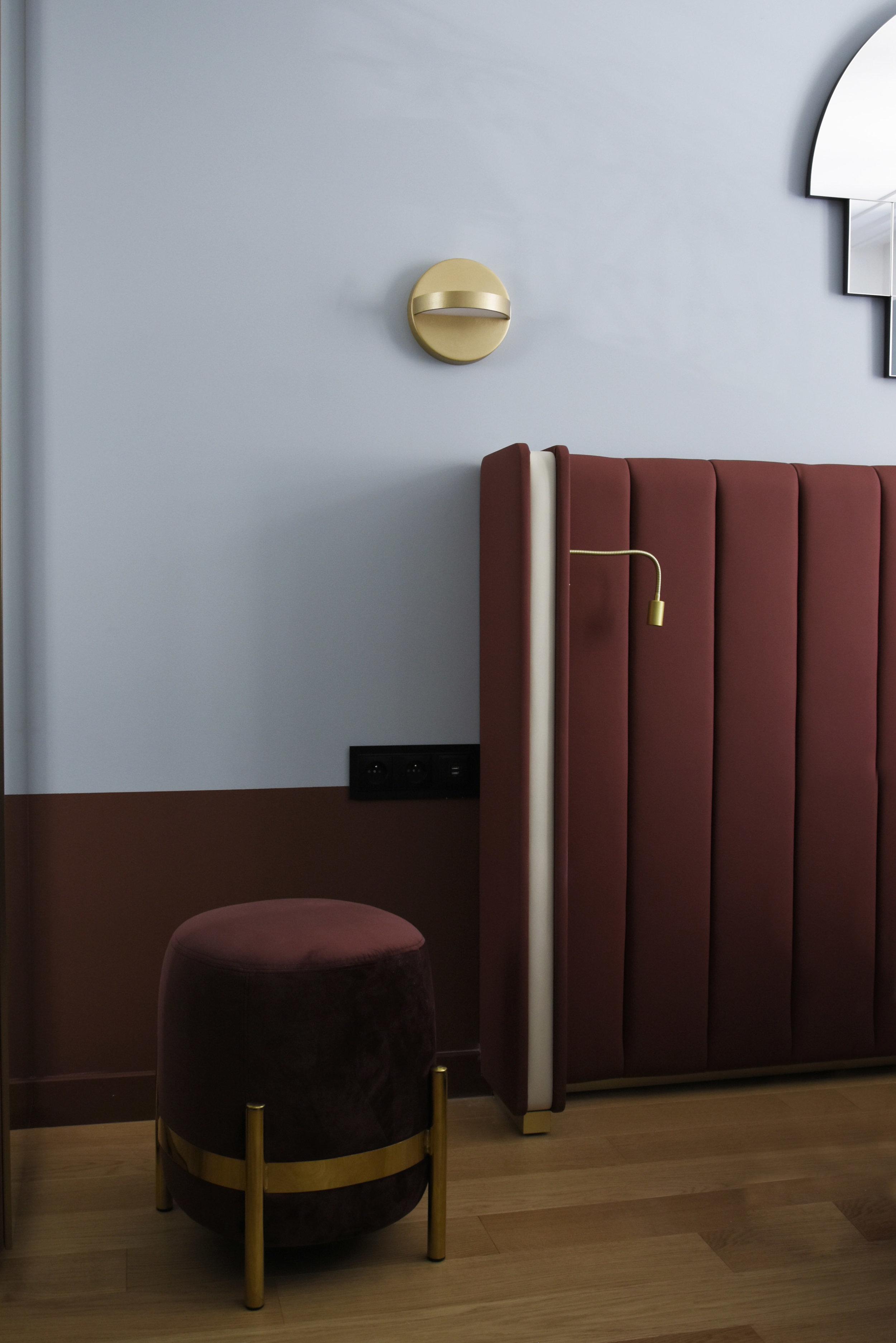 Hotel Parisianer / PLUS wall lamp & VEGA pouf
