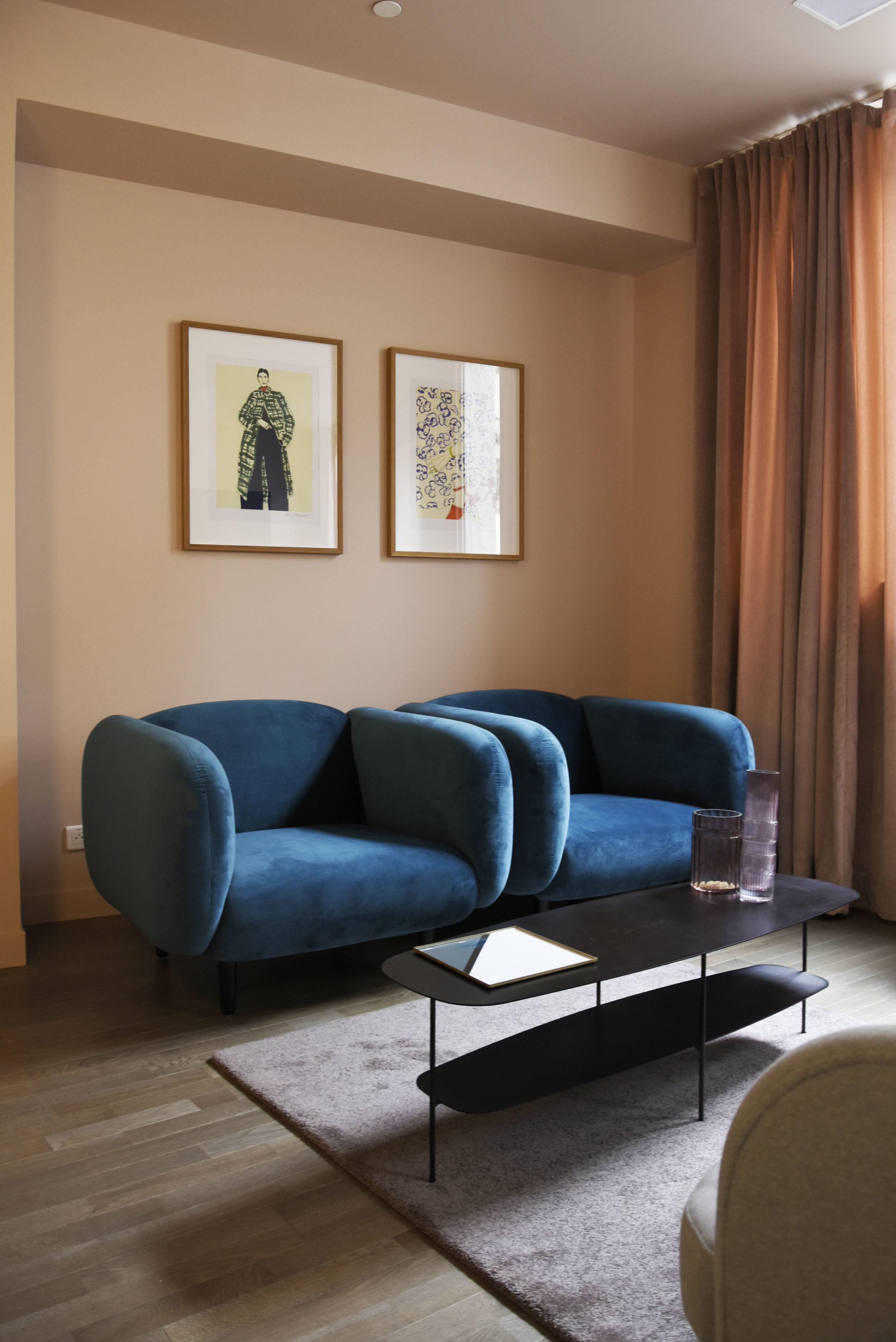 GALERIE LAFAYETTE espace client premium / MOIRA armchair, ONDIN vase