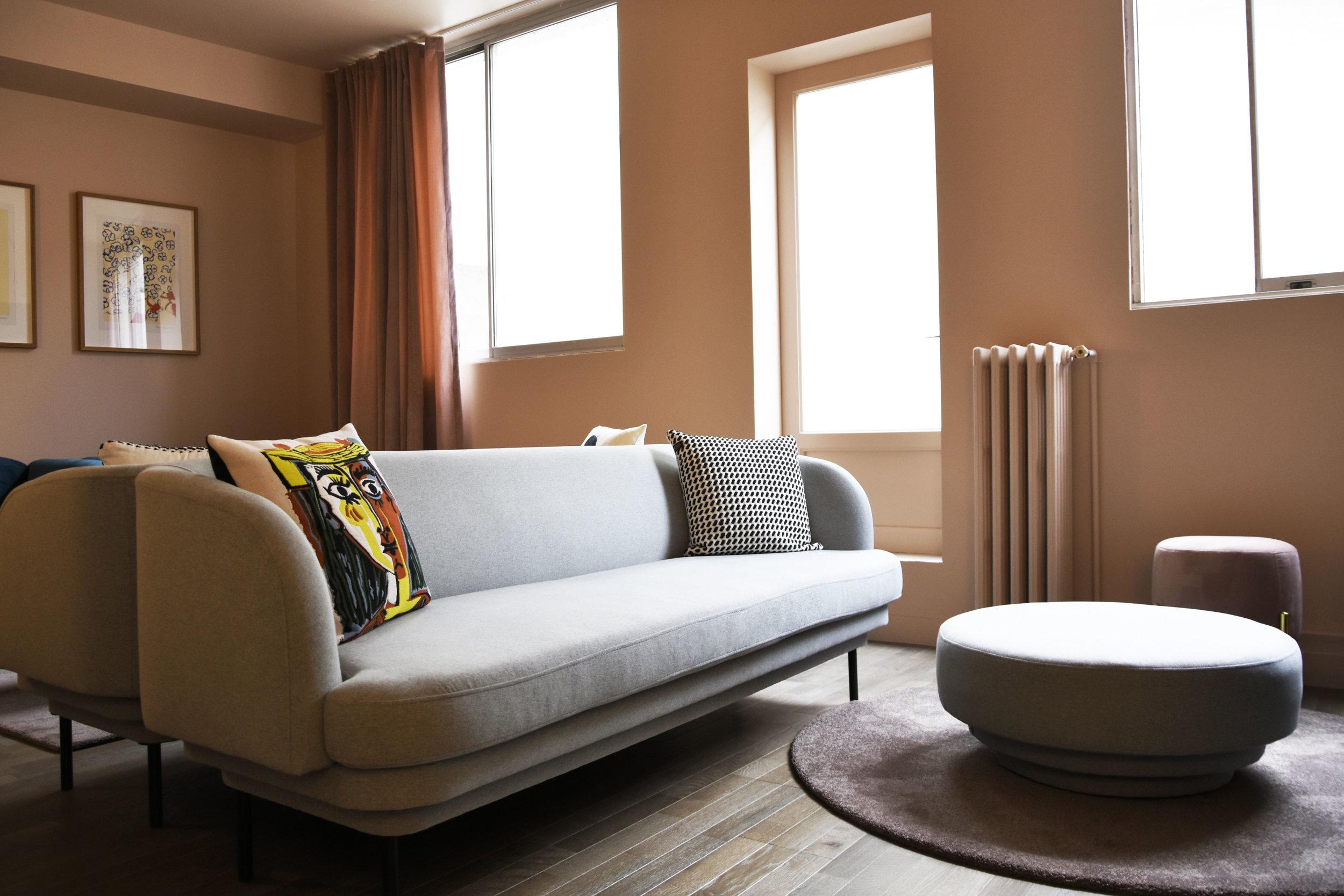GALERIE LAFAYETTE espace client premium / CORNICE pouf, CORNICE sofa,