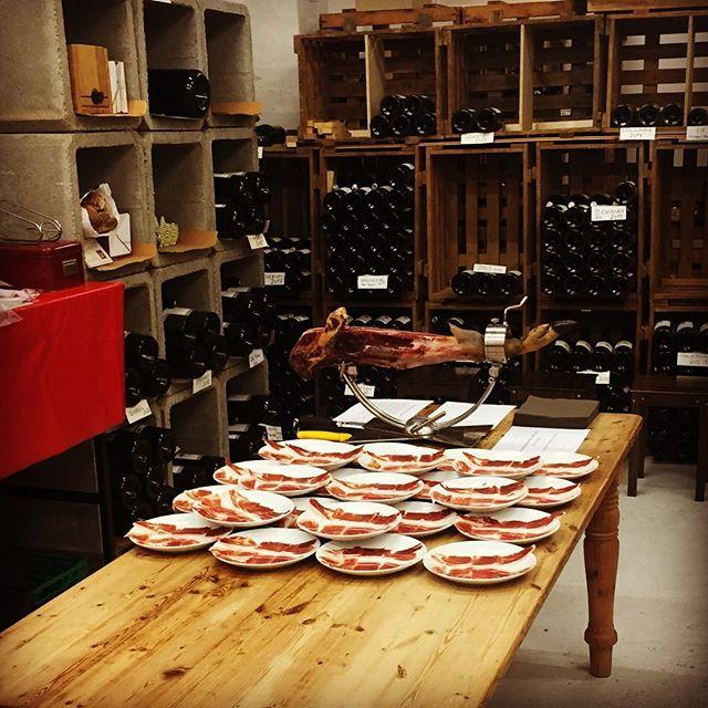 Jeudi 4 et 11 octobre découpe / dégustation d'un jambon ibérique et des vins de la famille Panchaud. Venez vivre cette expérience !!! Pour les réserves merci de téléphoner la cave.  http://www.panchaud-vins.ch.  #degustation #passion #vin #jamboniberique #lifestyle #suisse #espagne #magicmoments