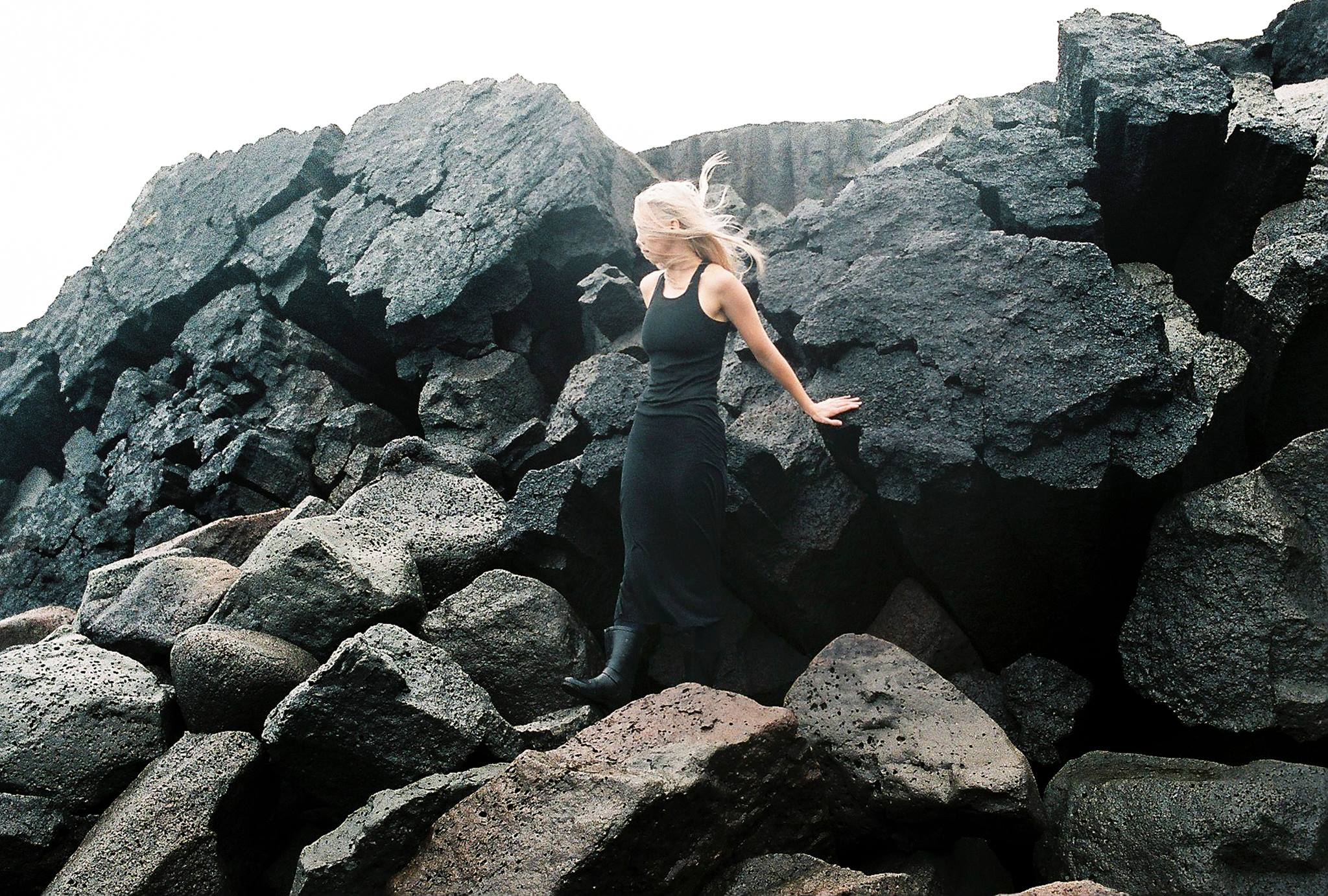 Dress Rick Owens matching the rocks