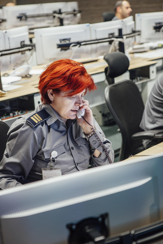 Mitarbeiterin am Telefon Hauptquartier der Grenzpolizei, Bukarest
