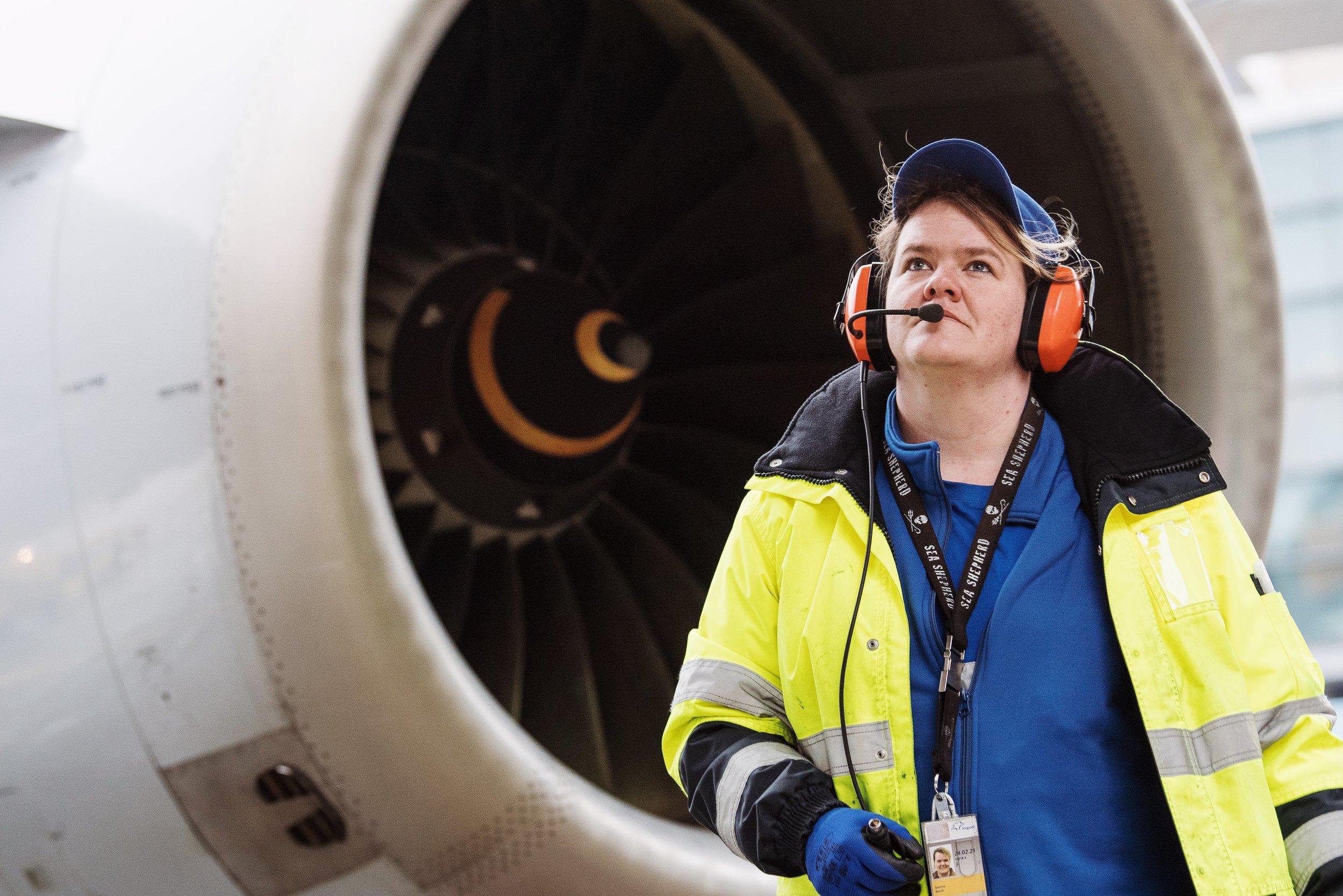 Sabrina Boock, Zuständig für die Flugzeugabfertigung am Frankfurter Flughafen