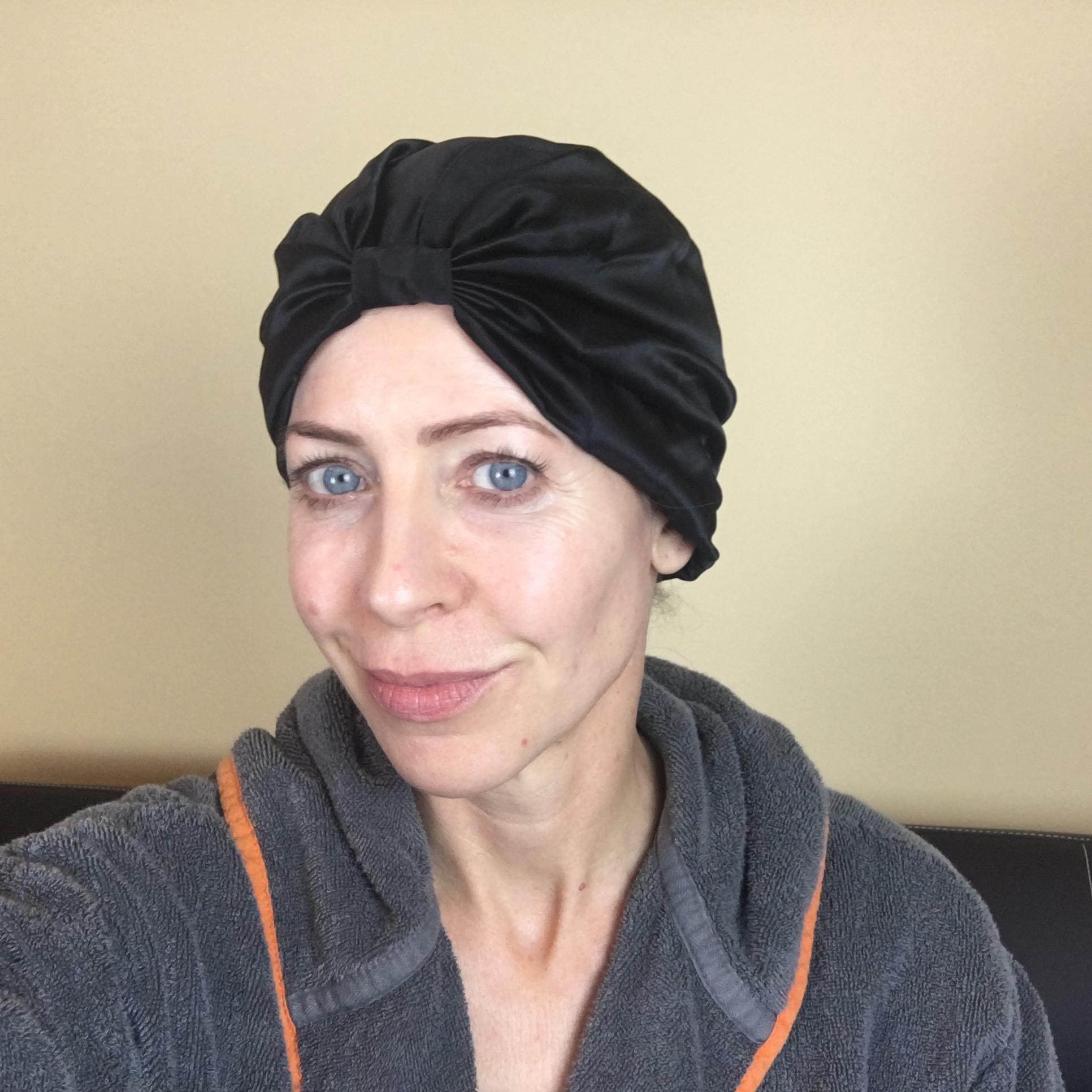 1930s style: the Silke hair wrap is styled like a turban