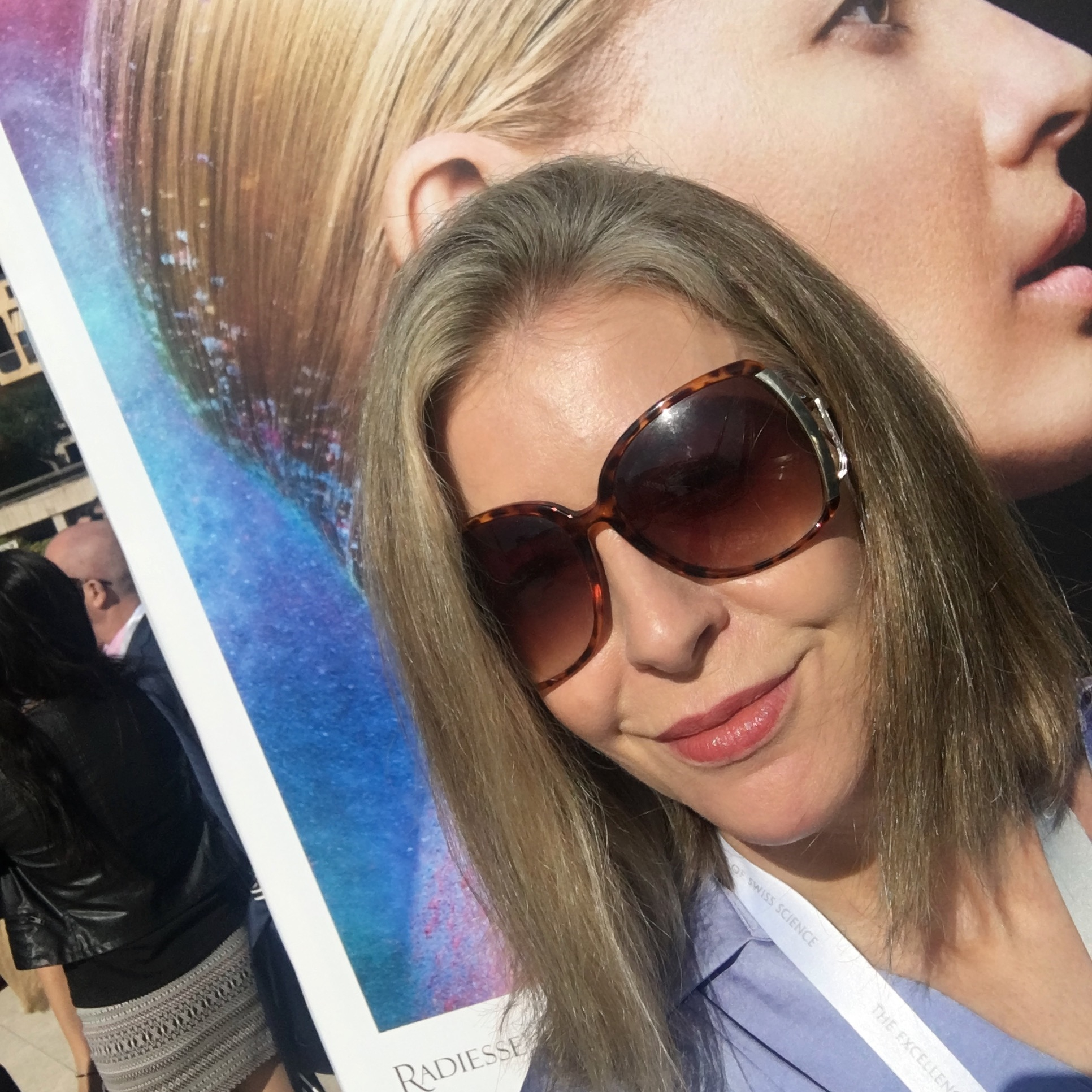 Snooping at faces from behind my sunnies: AMWC 2018