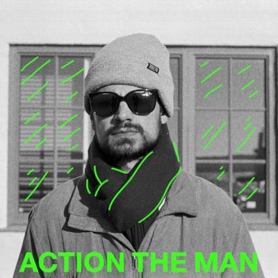 """Selim Mutic aka Action The Man har laget bergensspråklig rapmusikk i over 15 år. Han har gitt ut to mixtapes og to EP'er, og gir ut debutalbumet """"Altfor God Form"""" høsten 2016."""
