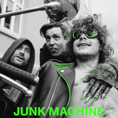 Junk Machine er et av Bergens kanskje mest mystiske band. Låtskriver Daniel Thornhill, trommis Kristoffer van der Pas og live lydtekniker og produsent Jonas Skarmark har gitt ut en singel og spilt konserter i små og store byer.