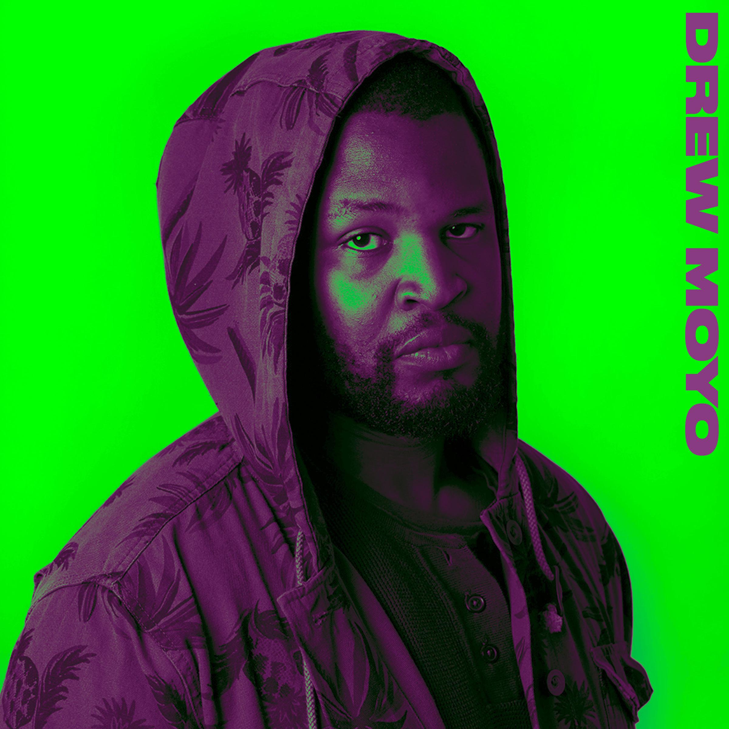 """Foto: N/A  Drew Moyo er Malawis største DJ, som produserer elektronisk musikk som henter inspirasjon fra tradisjonell musikk fra hjemlandet. Denne rike blandingen av musikk kan godt defineres som African Dance Music, og kommer med danse-garanti! Siden oppveksten i Lilongwe, har Drew Moyo vært en pionér innen elektronisk musikk i hjemlandet, og slapp Malawis første house album, """"The Journey"""", i 2008. Siden den gang har han samarbeidet med en rekke folk og opptrådt på flere store festivaler. Kjærligheten brakte han til Hamar, og nå er han aktuell med helt nye utgivelser og samarbeid!"""