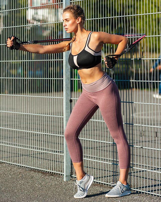 More Izzy.🥊It's great when the weather co-operates.☀️ #sportsphotography #londonphotographer #fitnessmodel #fitnessgirl #nikonuk #nikon #bmamodels #fitness #workoutroutine #workout💪#toned #tonedgirls #strongwomen #instagram #pictureoftheday #insta #photography #photographer #photooftheday#
