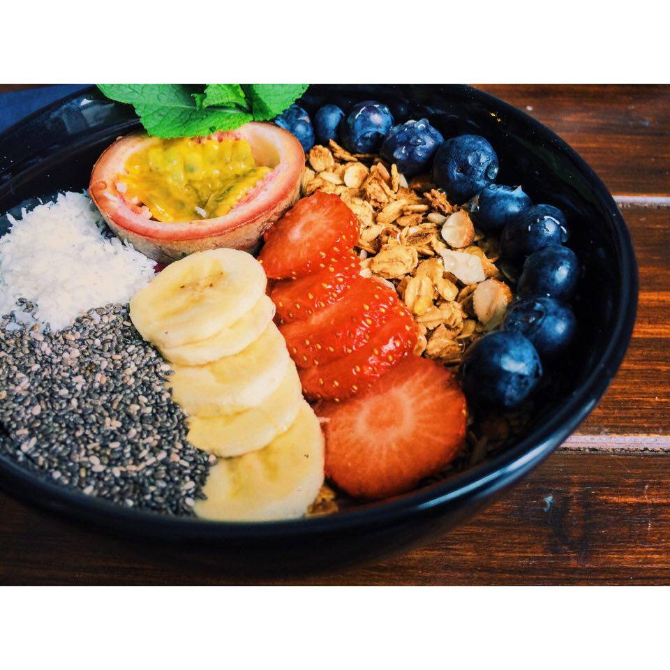 This bowl of goodness is from  Box & Barber Cafe , Newquay. The Acai Bowl is a must-try!