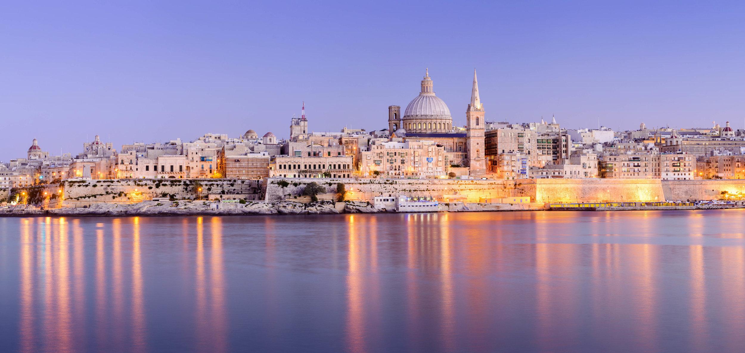 Malta_Valletta_StPaulsAnglicanCathedralandCarmelite_Church_iStock-187988473.jpg