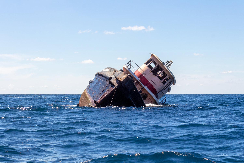 Recientemente, el equipo de arrecifes artificiales del SCDNR hundió un bote remolcador viejo en Vermilion Reef, a 48 kilómetros (30 millas) de la costa de Georgetown. (Foto por Emma Berry/SCDNR)