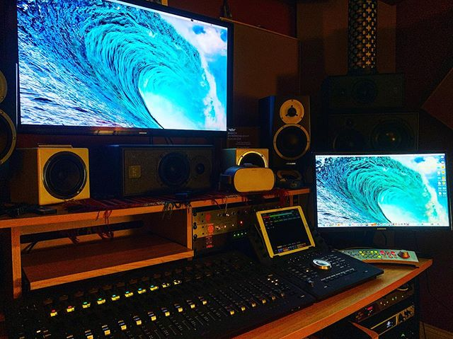 Comparing resolution on the new side monitor. Now I'll really be able to see my #wavesplugins 🤪 . . . #studiovibe #studiotimes #studioupgrade #newgear #musicproduction #musiclife