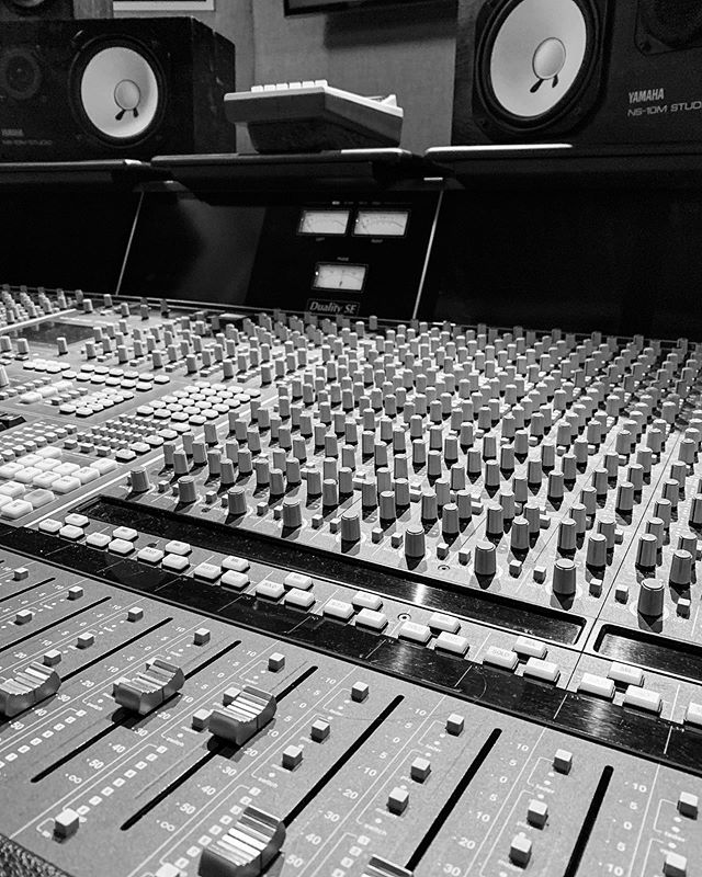 #faderwednesday 🎶🔊👂🔥 . . #musiclife #musicproducer #musicproduction #studiovibe