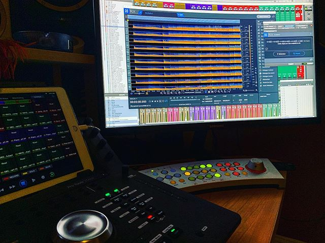 #life with #izotoperx7 ... totally worth it 🎼🎶🤘😜 . . . #studiovibe #mixingtips #mixtips #musiclife #musicproducer #musicproduction #studiotimes #studioview #faderfriday #newmusicfriday
