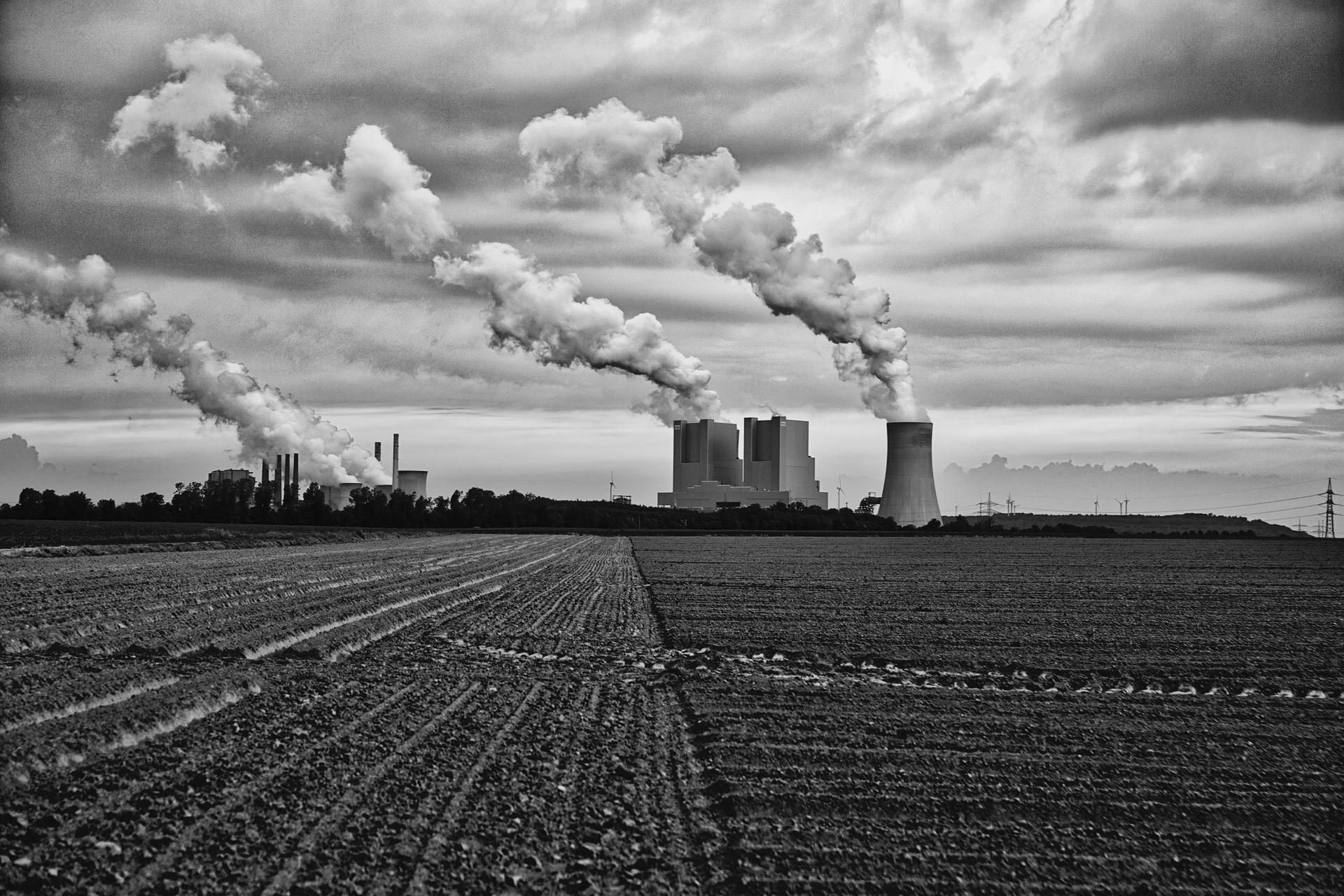 power-plant-2460947_1920.jpg
