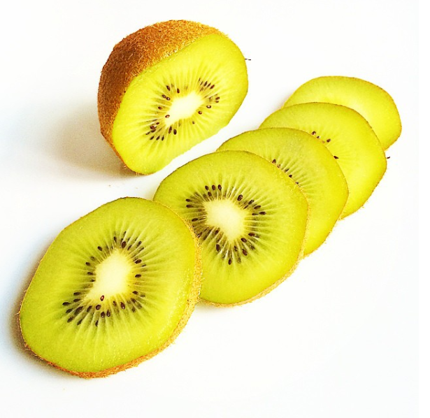 2. Kiwis & Bananas - Great for relieving thirst. Bananas also have moistening properties that are good for regular bowel movements and help dry skin.