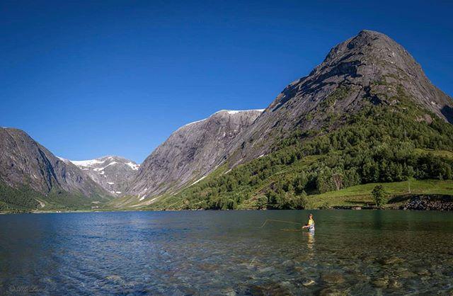 Ved Søgnesandelva i Jølster er det eit eldorado for flugefiske. Utsikta til høge fjell og blå bre er også fantastisk! #fjordogfjell #sognogfjordane #refleksjon #landscape #visitnorway #tur #utpåtur #norsknatur #mittnorge #turistforeningen #fjell #vatn #norgefoto #tv2været #topptur #raw_norway #nrk #nrksf #vghelg #visitsunnfjord #jolster365 #mittvestland #sognogfjordane #utno
