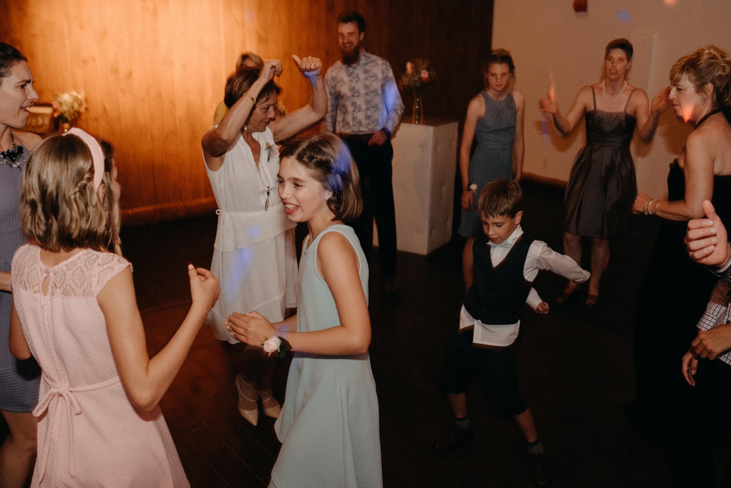 gatineau_photographe_mariage_ottawa_wedding_photography_documentary_candid_unposed_lifestyle_photography_photographie_613_family_famille (17).jpg