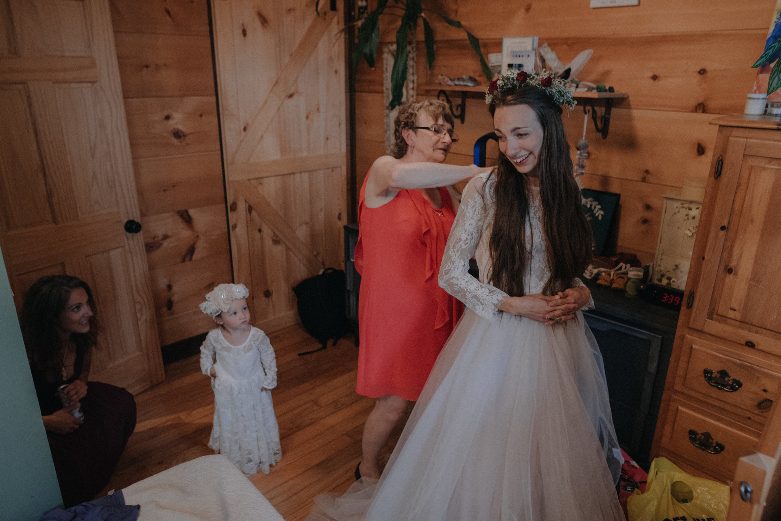 ottawa_wedding_photographer_gatineau_photographe_mariage_documentary_candid_photojournalist_natural_raw_boho_wedding_backyard (12).JPG