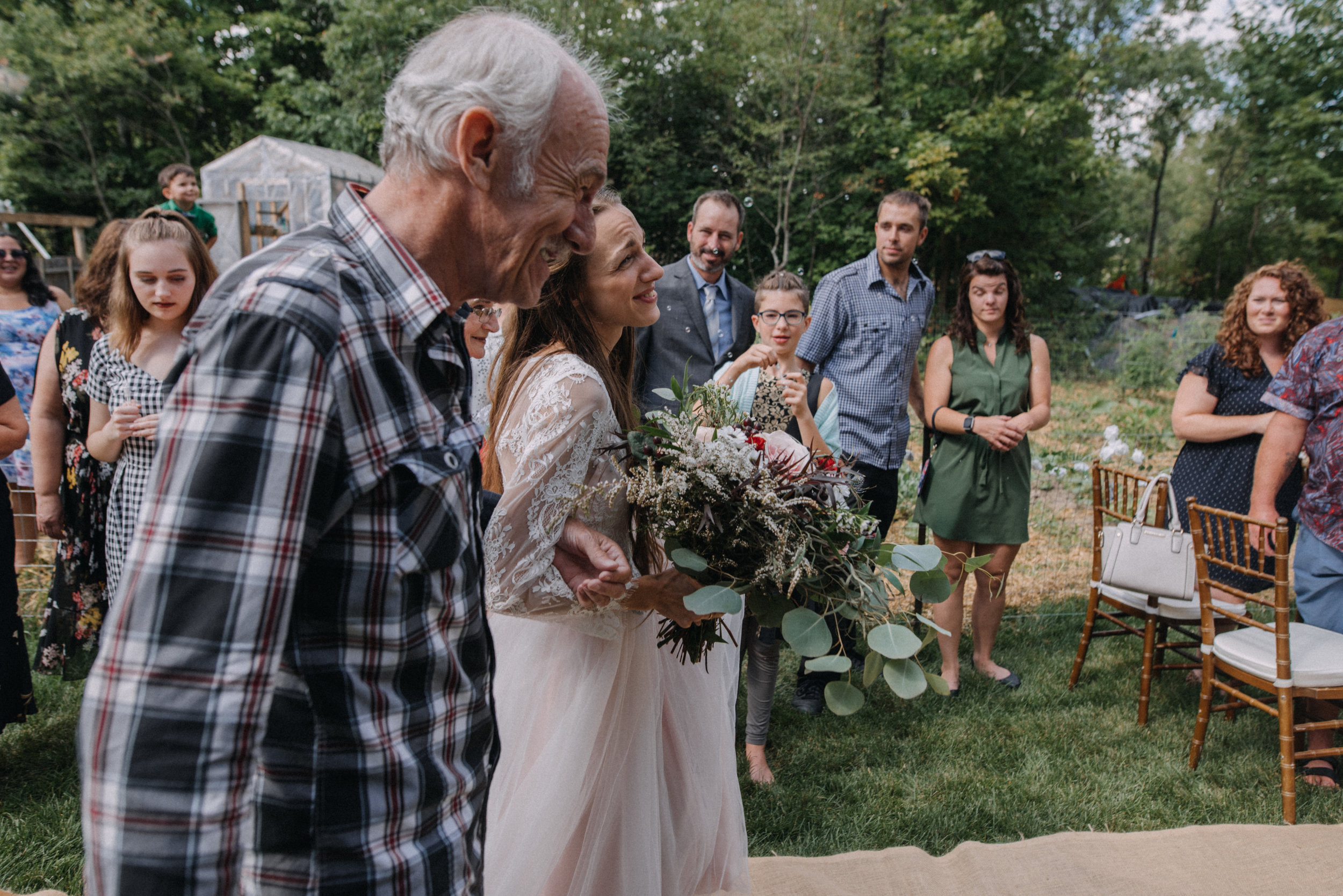 ottawa_wedding_photographer_gatineau_photographe_mariage_documentary_candid_photojournalist_natural_raw_boho_wedding_backyard (14).JPG
