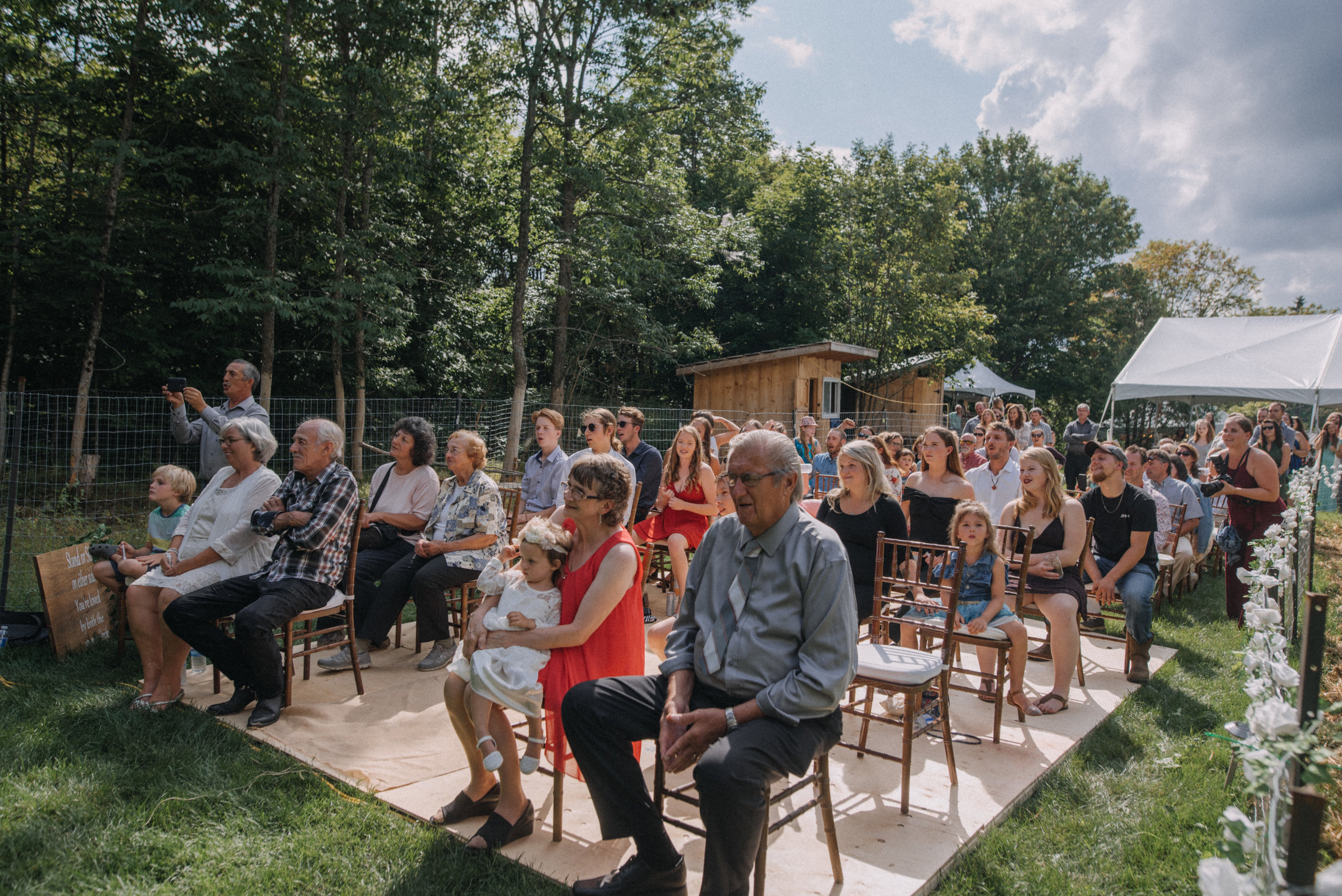 ottawa_wedding_photographer_gatineau_photographe_mariage_documentary_candid_photojournalist_natural_raw_boho_wedding_backyard (17).JPG