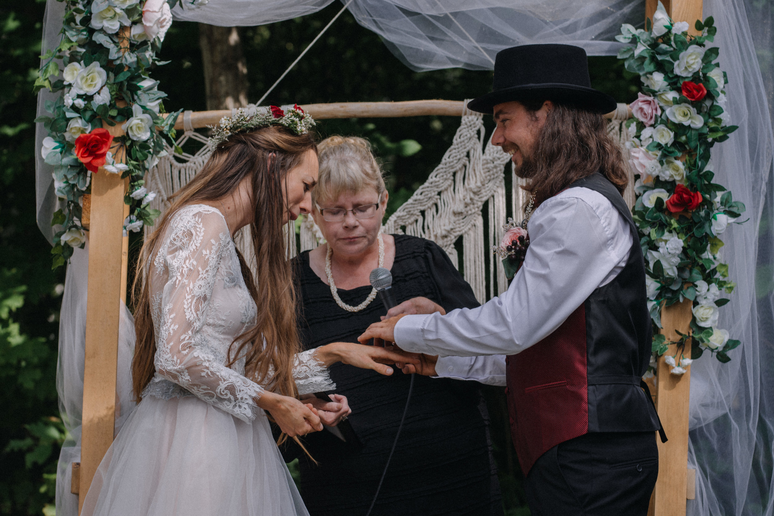ottawa_wedding_photographer_gatineau_photographe_mariage_documentary_candid_photojournalist_natural_raw_boho_wedding_backyard (19).JPG