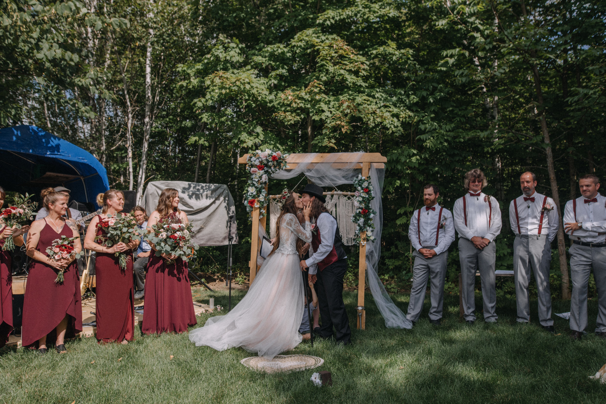 ottawa_wedding_photographer_gatineau_photographe_mariage_documentary_candid_photojournalist_natural_raw_boho_wedding_backyard (21).JPG
