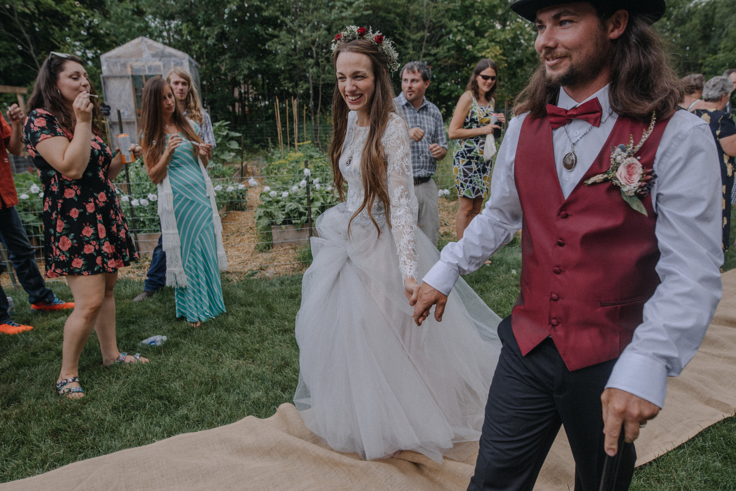 ottawa_wedding_photographer_gatineau_photographe_mariage_documentary_candid_photojournalist_natural_raw_boho_wedding_backyard (24).JPG