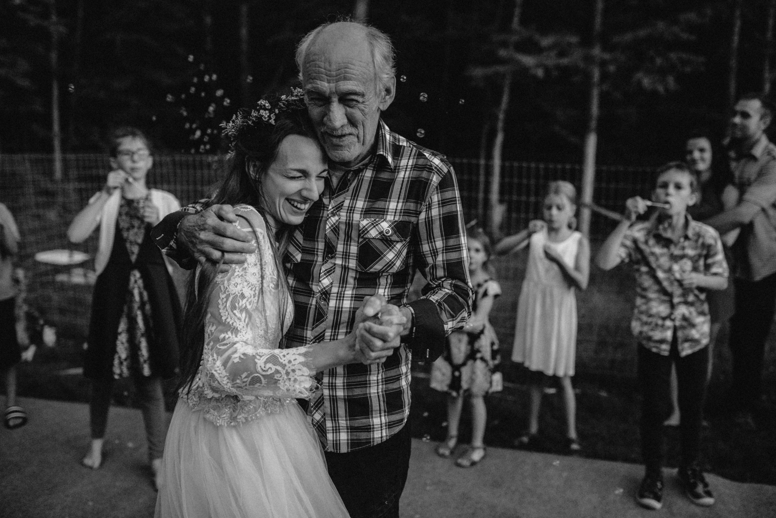 ottawa_wedding_photographer_gatineau_photographe_mariage_documentary_candid_photojournalist_natural_raw_boho_wedding_backyard (49).JPG