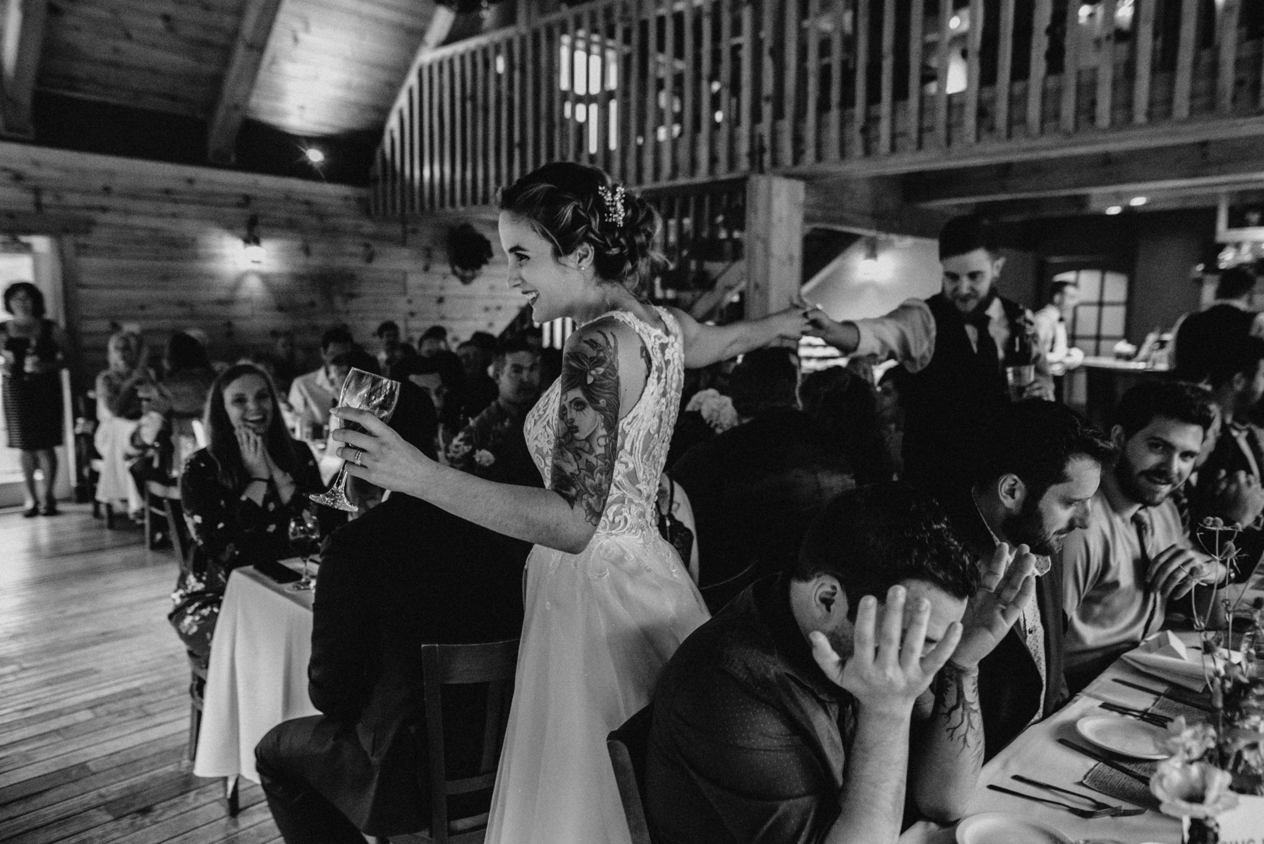 photographe_gatineau_mariage_ottawa_wedding_photographer_candid_natural_lifestyle_documentary_photography_photographie_naturelle_emotions_bride_intimate_elopment (56).JPG