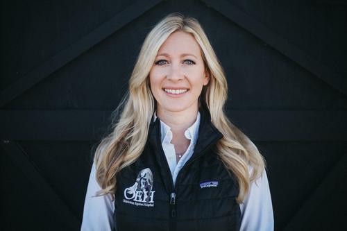 Dr. Jessica Carter-Arnold,DVM | DACVS - Veterinarian | Surgeon