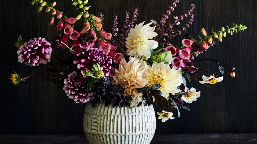 floral-arrangements-opposites-attract-sun-59548-0718-e1528482710471-900x506.jpg
