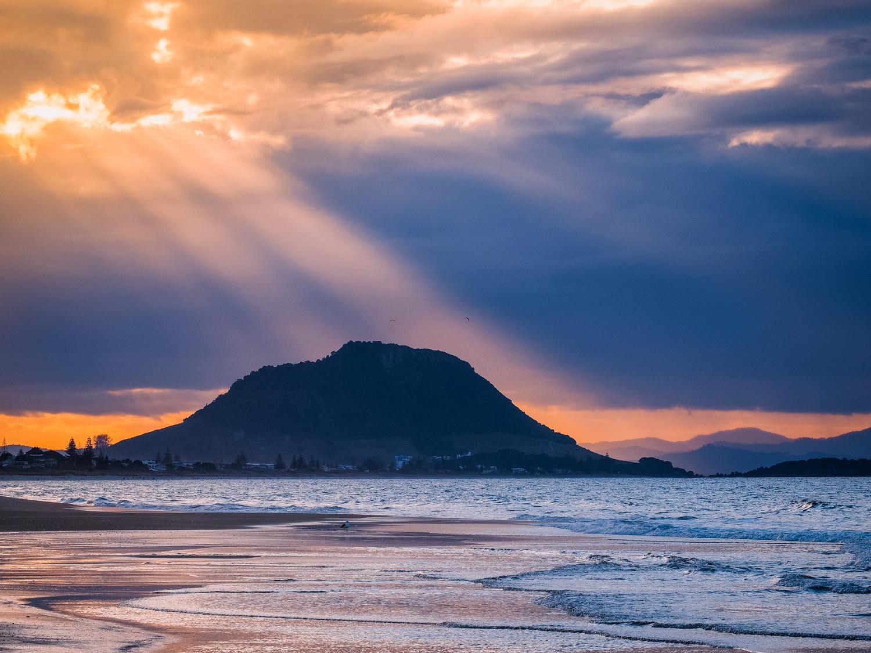 Shine a light. Mount Maunganui. P7250716