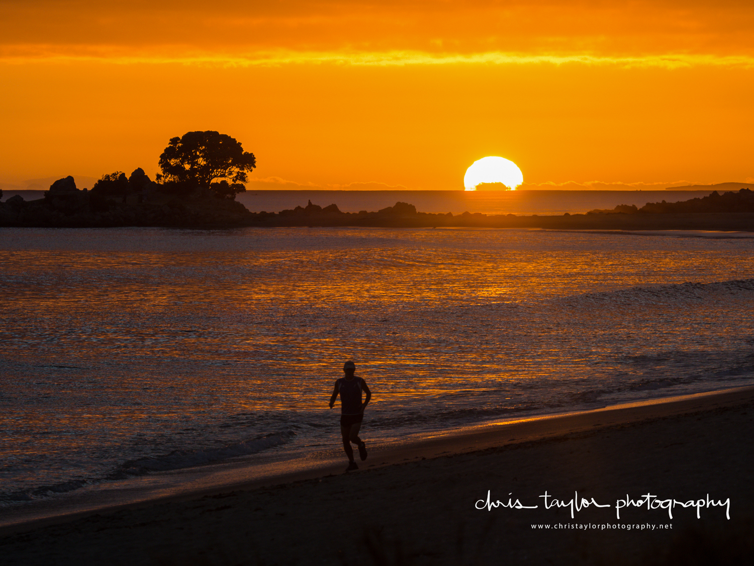 Mount Maunganui Beach, Bay of Plenty, NZ. 1/800 sec @ f/4, ISO 200