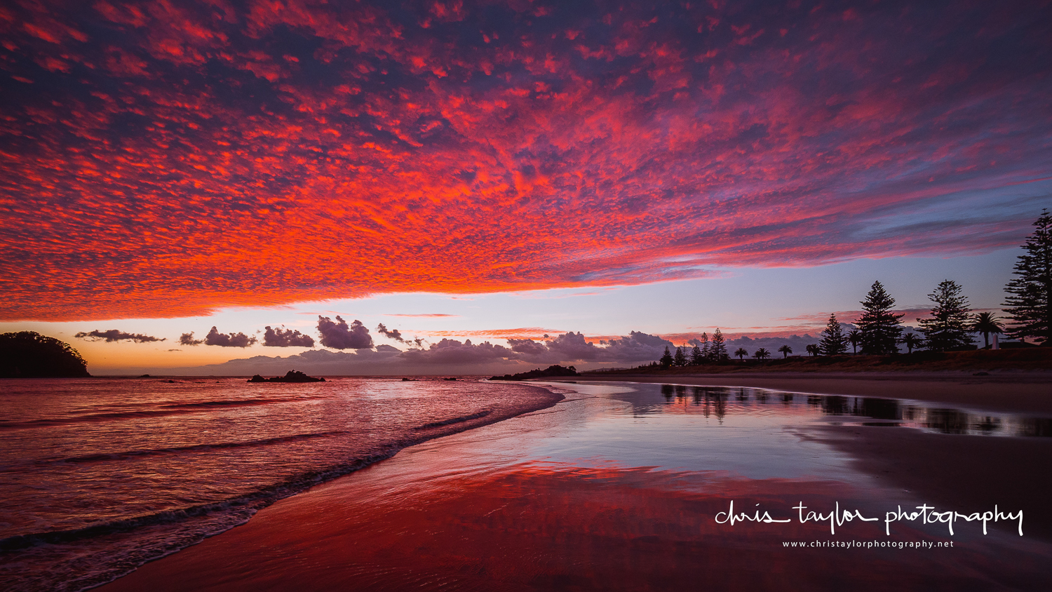 Fire in the sky. Mount Maunganui Beach. Olympus E-M1 MKII & 7-14mm f/2.8 lens. 1/60 sec @ f/5.6, ISO 250