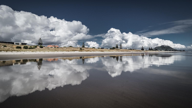 Summer heat. Omanu Beach. PC022287