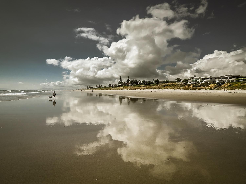 Heat of the day. Omanu Beach. PC022301