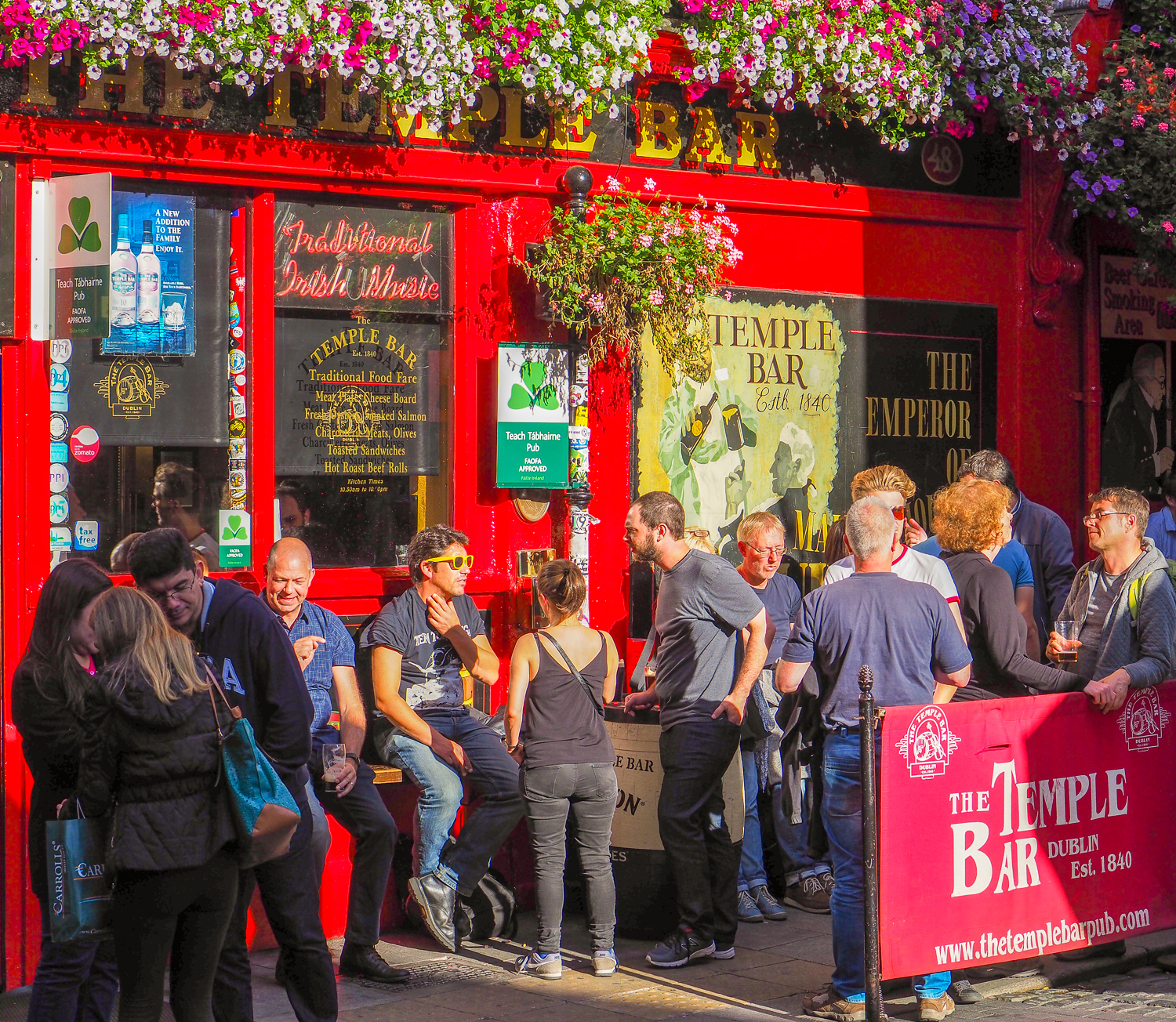 Afternoon sunshine in the streets of Temple Bar, Dublin, Ireland.
