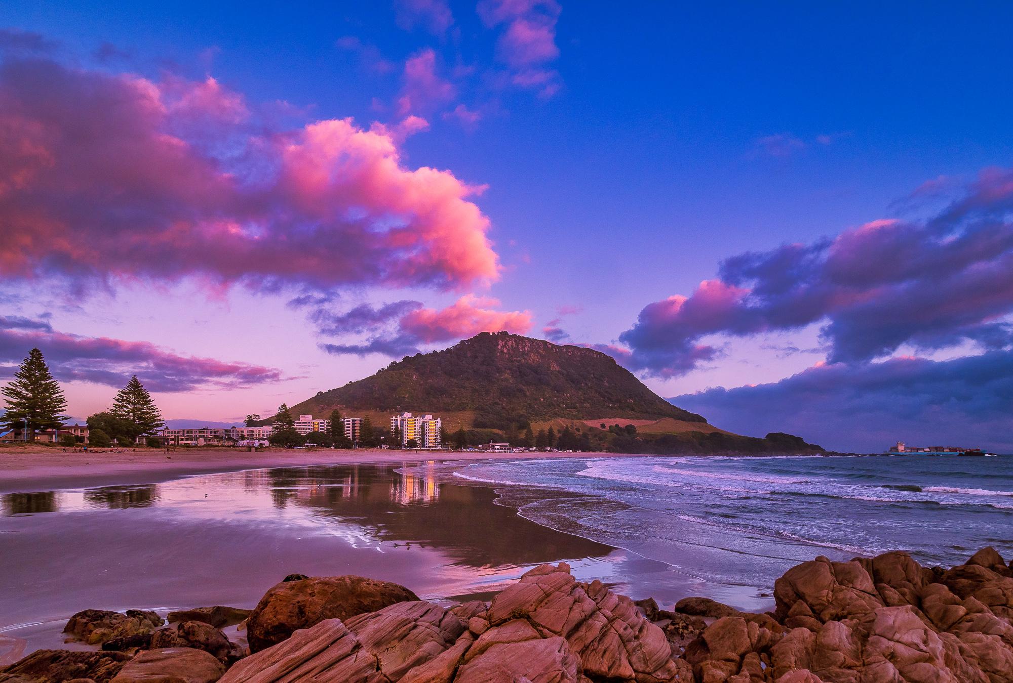 Pretty in Pink.Dawn, Mount Maunganui Beach. P7270188