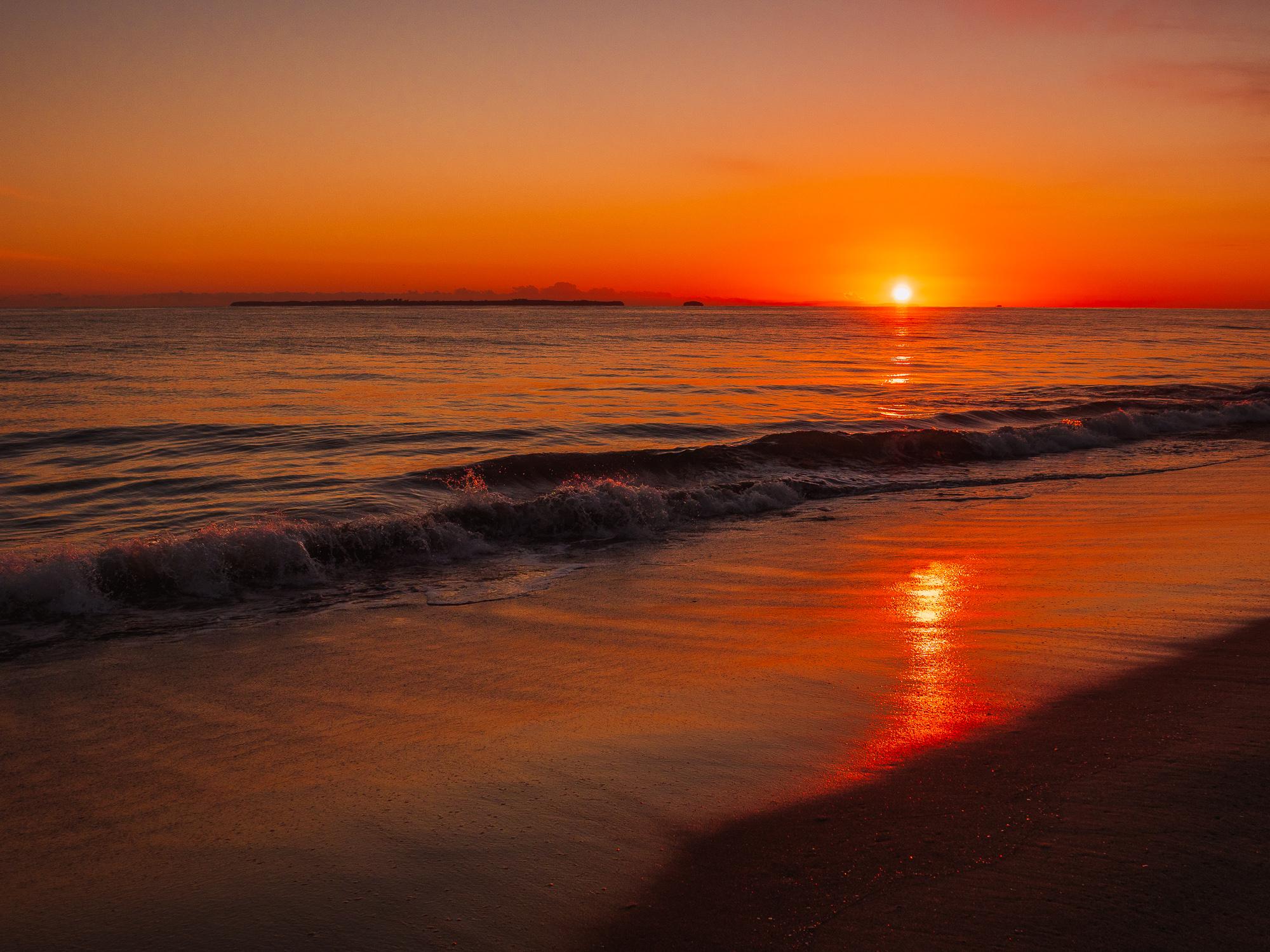 September Sunrise. Papamoa Beach. P9010011