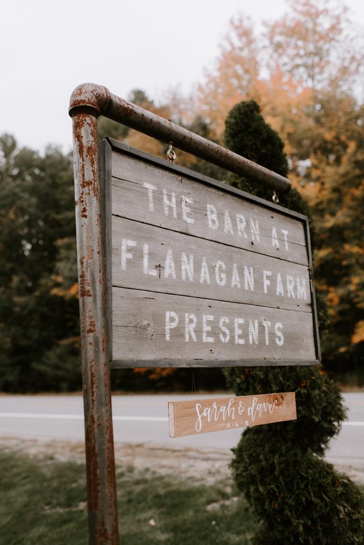 sarahdave_details-1_the_barn_at_flanagan_farm_sign_750.jpg
