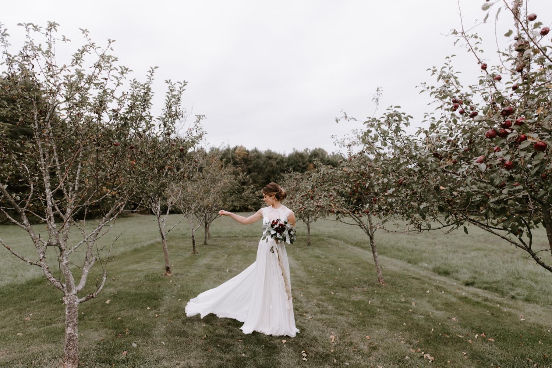 sarahdave_first_look-130_the_barn_at_flanagan_farm_wedding_1500.jpg