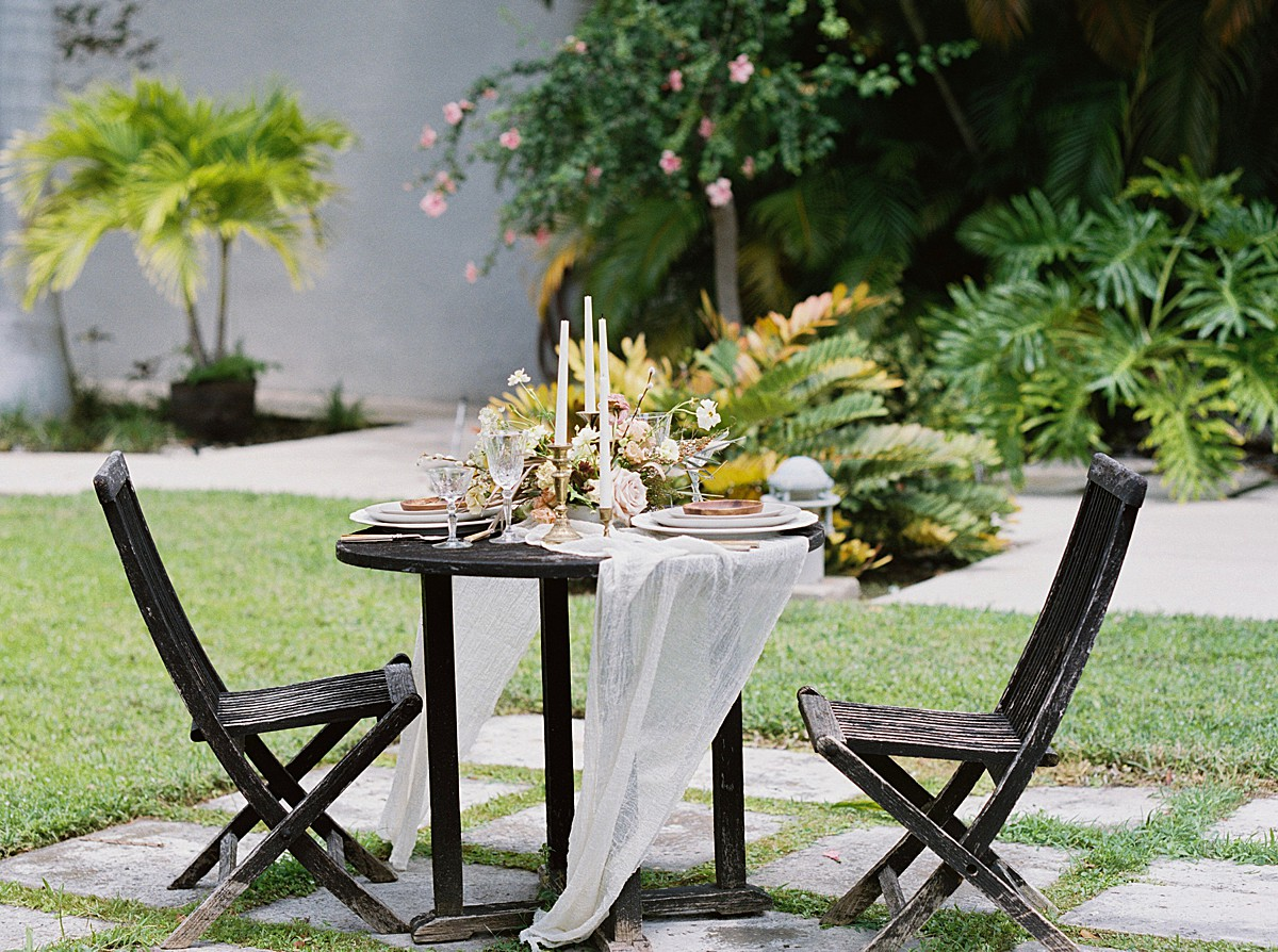 tropical-dried-and-foraged-wedding-inspiration_0528.jpg