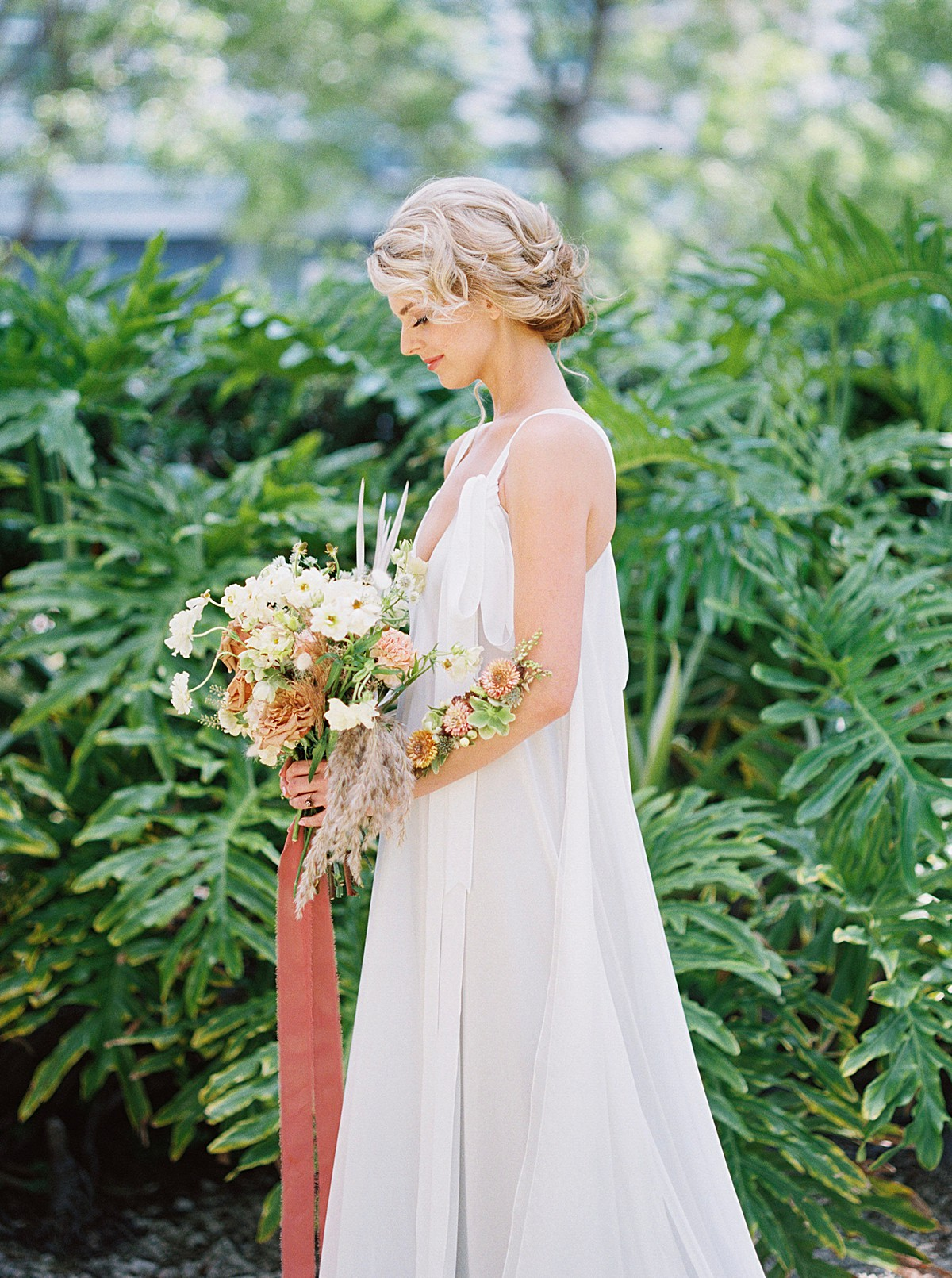 tropical-dried-and-foraged-wedding-inspiration_0540.jpg