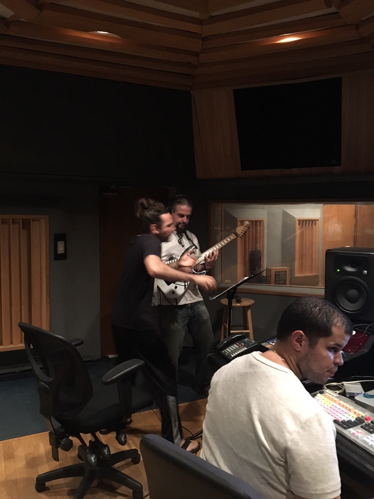 Editando y Grabando nuevo album de Henry Cole con Ramon Ortiz ex Puya y Ankla