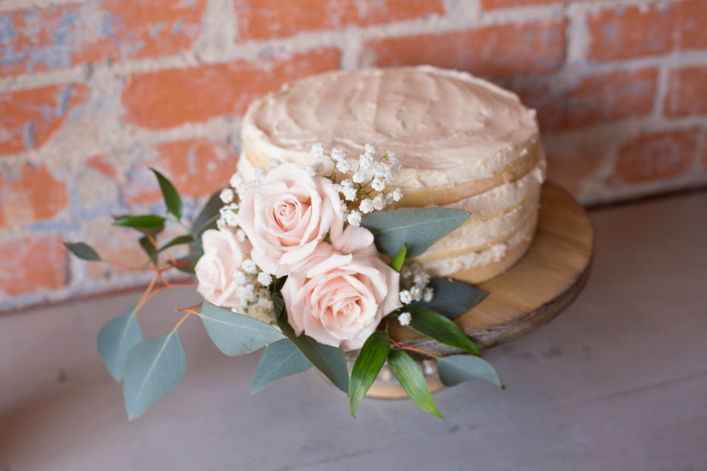 naked-cake-with-roses