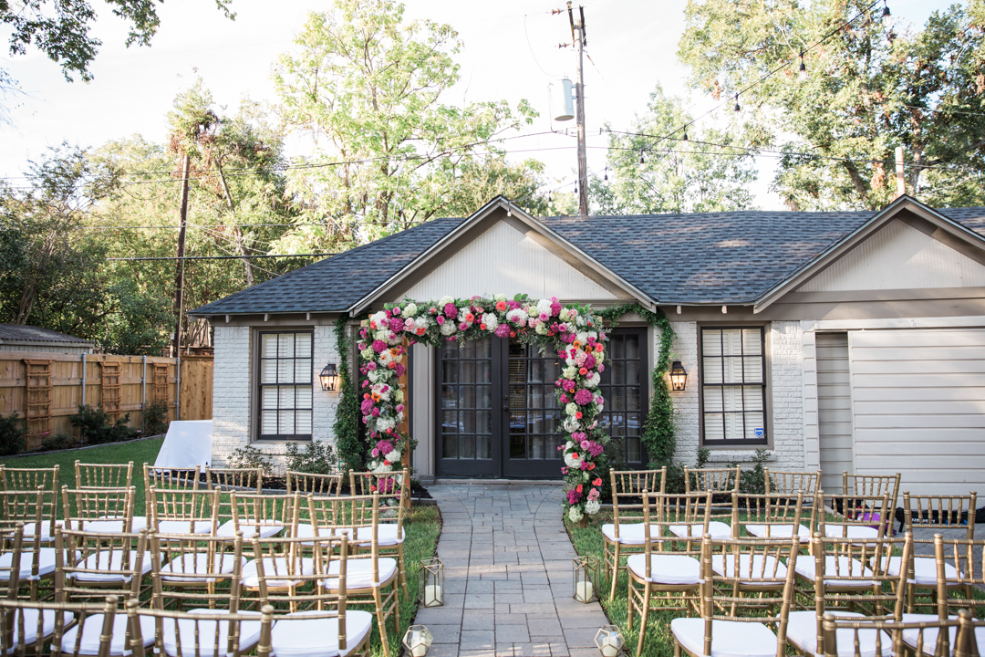 small-backyard-wedding-ceremony