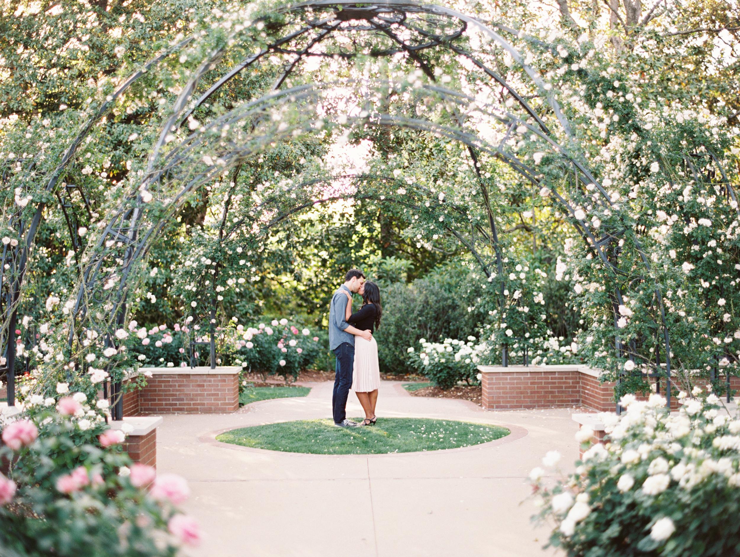 dallas-arboretum-engagement-photos